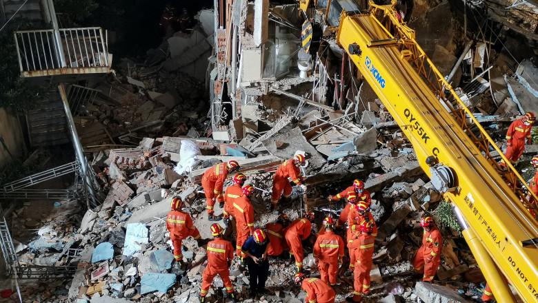 Un hotel din China s-a prăbușit din cauza renovărilor din ultimii ani. 17 oameni au murit