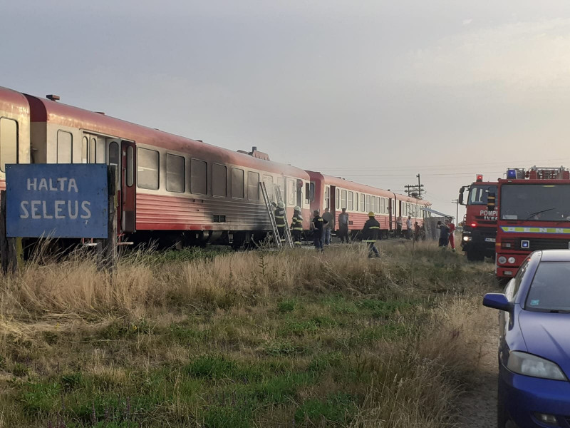 Un tren care mergea spre Arad a luat foc.