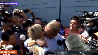 Liviu Dragnea își sărută iubita