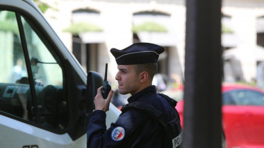 Paris, France. 10th May, 2017. Bomb Alarm at the limit rue de Ponthieu and Avenue Gabriel in Paris. Police and demining services are on site. Credit: LE PICTORIUM/Alamy Live News
