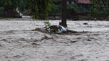 masina luata de ape, inundatii alba