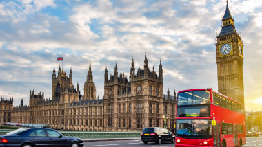 londra fotografie generica parlamentul si un autobuz cu etaj