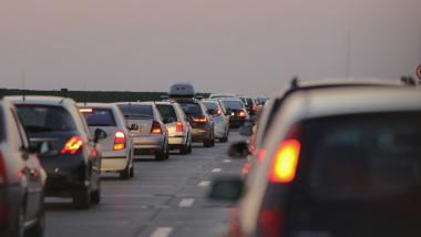 masini in coloana pe doua benzi a autostrazii a2 soarelui