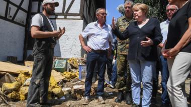 Angela Merkel a vizitat zonelel devasate de inundații în Germania.