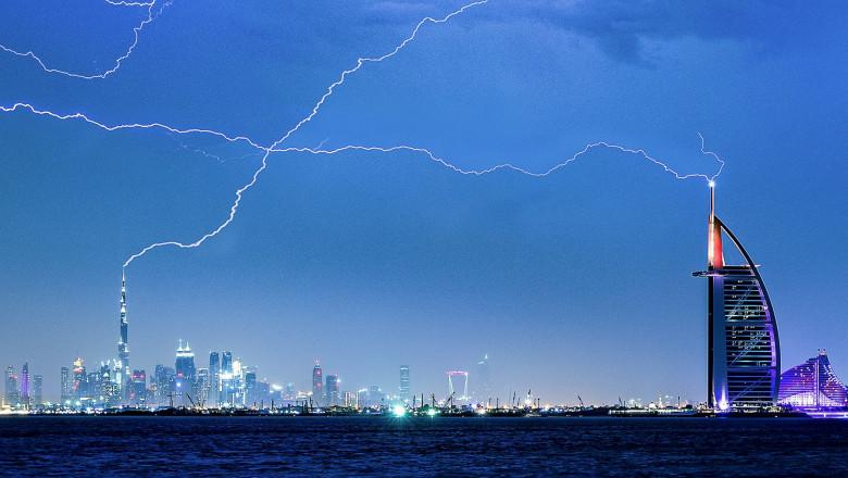 Furtună cu fulgere în Emiratele Arabe Unite