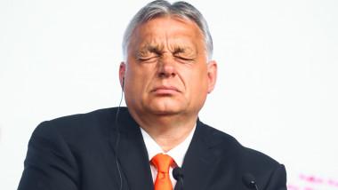 Viktor Orban cu ochii închiși