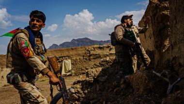 Fortețe de securitate afgane luptă împotriva talibanilor