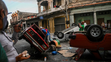masini rasturnate pe străzile din havana