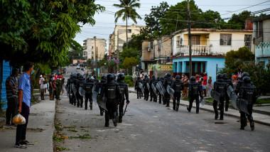 proeste cuba politisti pe strazile havanei
