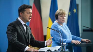 Președintele ucrainean Volodimir Zelenski alături de cancelarul Angela Merkel în conferința de presă din 12 iulie 2021