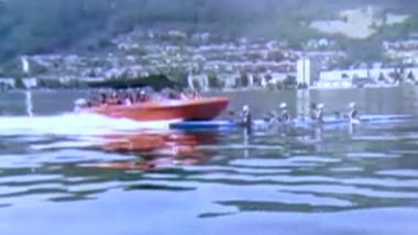 O șalupă care lovește un caiac cu 4 sportivi, pe Dunăre.