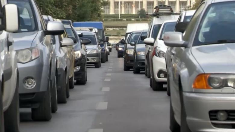 masini in trafic in bucuresti