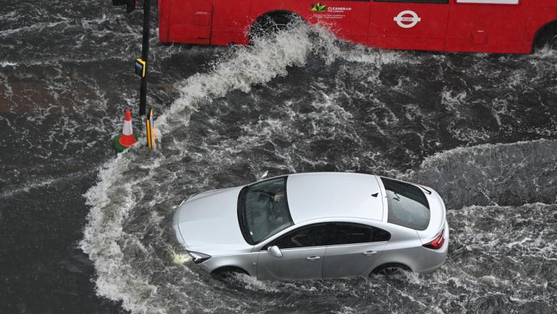 Inundații de proporții la Londra. Apa a pătruns și la metrou, opt stații au fost închise