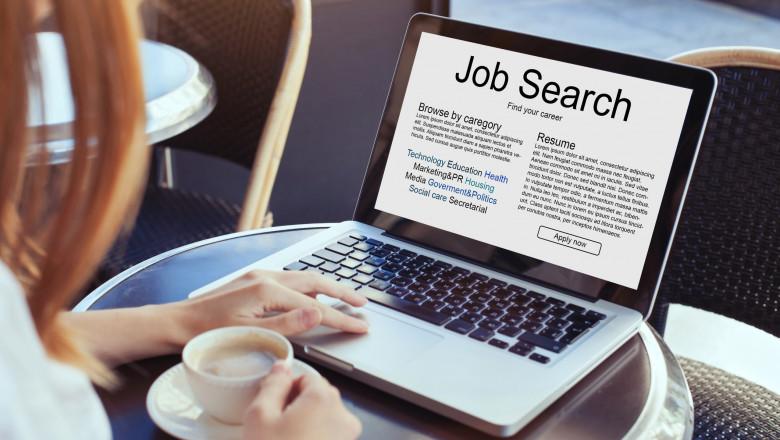 cautare de joburi pe laptop