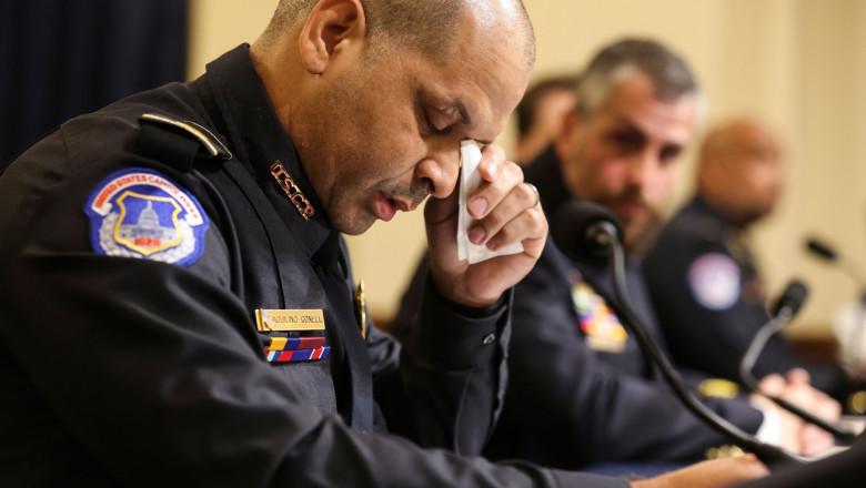 Polițistul Aquilino Gonell în timpul audierii din comisia parlamentară privind asaltul de la Capitoliu din 6 ianuarie.