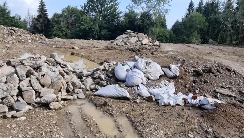 Berceanu: O groapă de gunoi ilegală funcționează în Parcul Natural Bucegi cu acordul primăriei. Primar: E o problemă total falsă