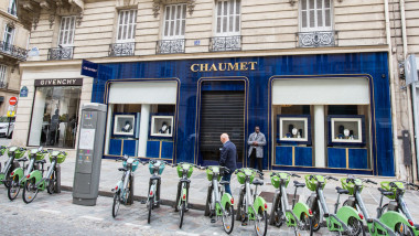 On Tuesday afternoon, a man robbed the jeweler Chaumet's boutique, near the Champs Elysee, with loot estimated at between 2 and 3 million euros