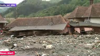 O casă a fost distrusă aproape complet în Ocoliș, județul Alba, cel mai afectat județ de inundații.