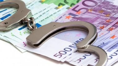 bancnote euro si catuse peste