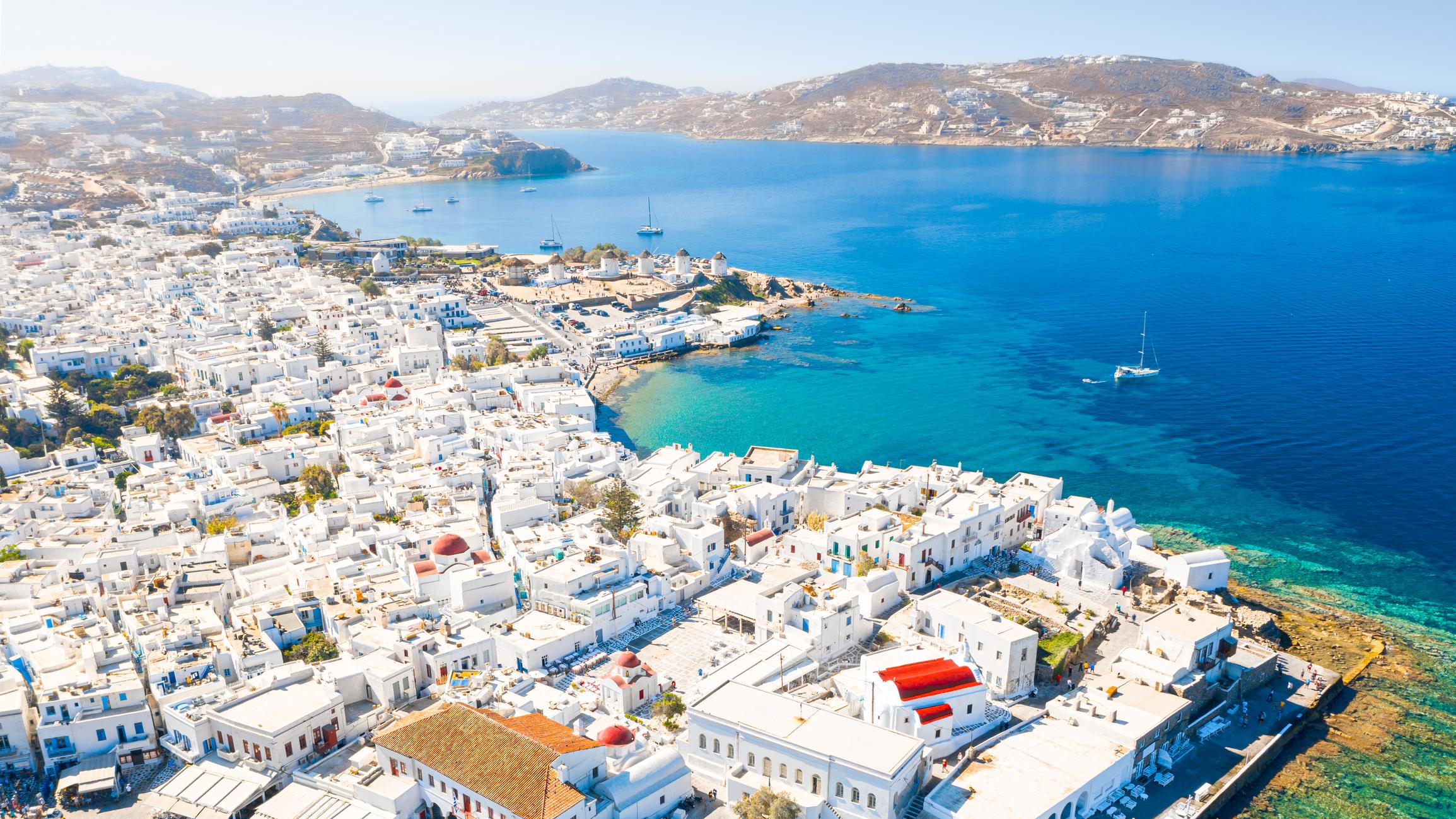 Grecia ar putea sa inchida insulele Mykonos si Ios, din cauza imbolnavirilor cu varianta Delta