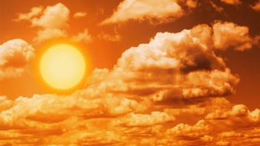 soare fierbinte printre nori