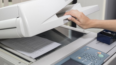 scanner cu o hartie in el