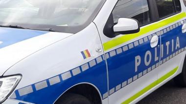 masina de politie cu sigla vizibila