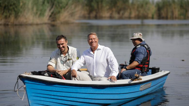 Iohannis, cu barca in parcul natural comana