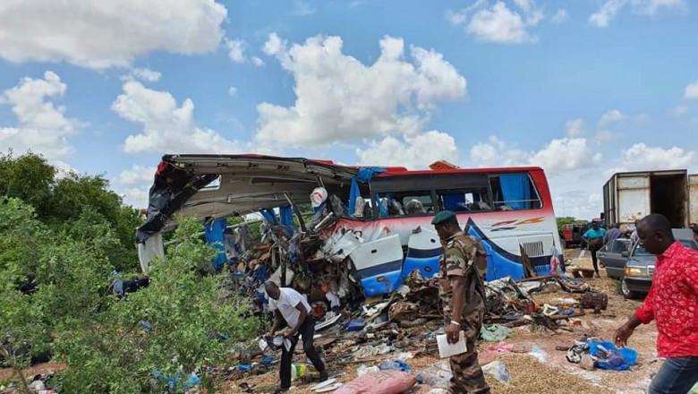 Autobuz distrus într-un accident grav în Mali.