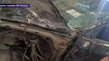 Mașină distrusă în urma unui accident.