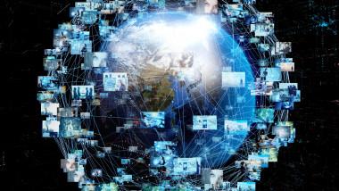 planeta inconjurata de profiluri de social media