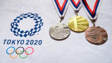 medaliile de aur argint si bronz langa sigla jocurile olimpice tokyo 2020