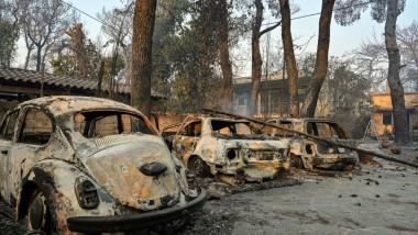 masini arse in incendiile din grecia
