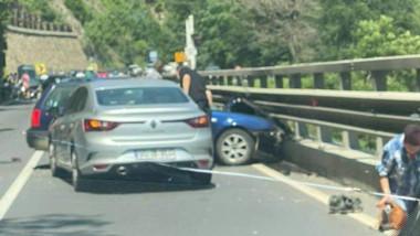 Mașini implicate într-un accident pe Valea Oltului.
