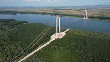 Lucrări la podul care va lega Brăila de Tulcea.