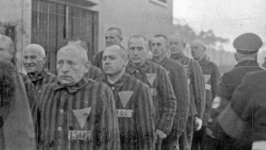 Prizonieri în lagărul de concentrare Sachsenhausen, 1938.