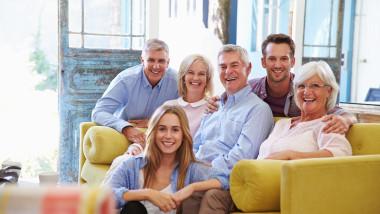 familie acasa cu copii adulti