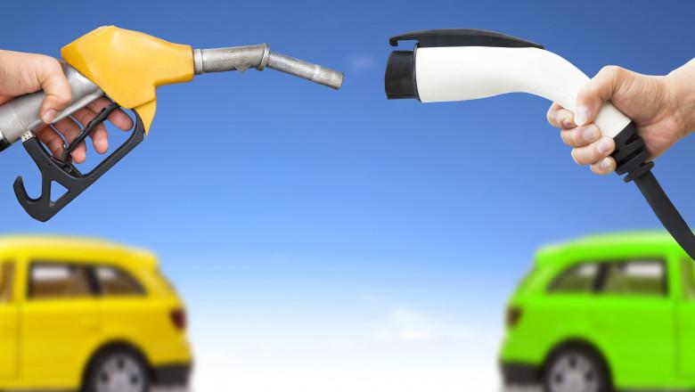 o pompa de benzina fata in fata cu un incarcator pentru masina electrica