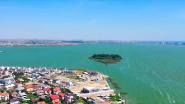 lacul siutghiol vedere de sus cu insula lui ovidiu