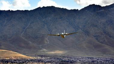 avion militar afgan in aer