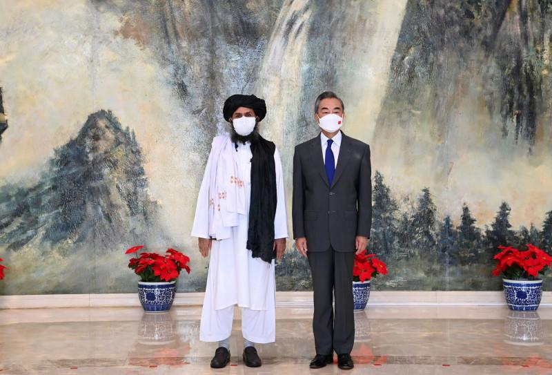 CHINA TIANJIN WANG YI AFGHANISTAN TALIBAN POLITICAL CHIEF MEETING (CN)