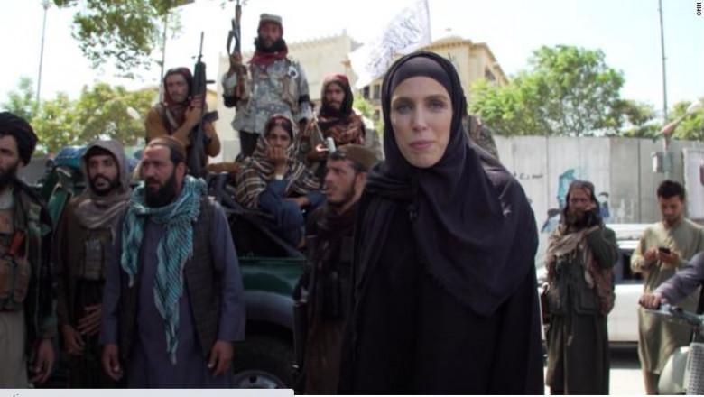 Clarissa Ward, jurnalist CNN, a fost obligată de pe o zi pe alta să îmbrace în haine musulmane în Kabul