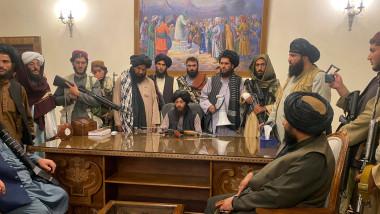 Talibanii intră și ocupă palatul prezidențial afgan din Kabul după ce președintele Ghani pleacă din Afganistan