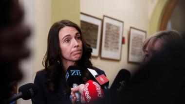 Jacinda Ardern la o conferință de presă