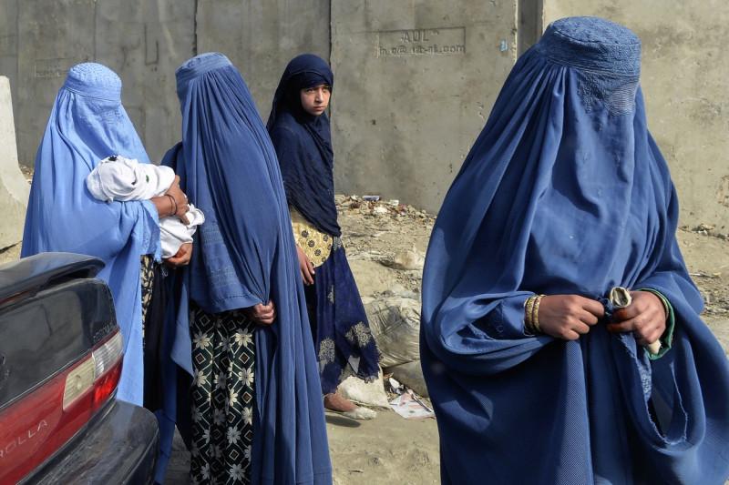 Afghan women covered in Islamic clothing