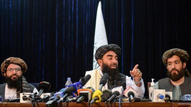 talibani in fata microfoanelor la prima conferinta de presa