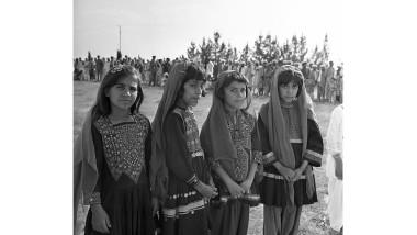 Fete afgane în îmbrăcăminte tradițională în 1966