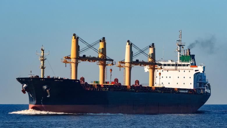navă cargo în marea baltică