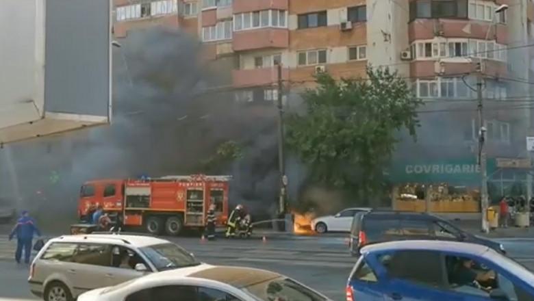 Un incendiu a izbucnit într-o intersecție aglomerată din cartierul bucureștean Rahova.