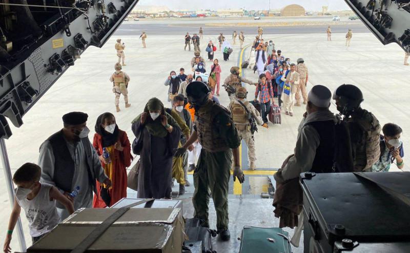 evacuare aeroport kabul profimedia